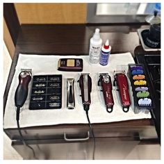 Wahl educator @laurenthebarber has a clean #allwahl station set up for the day. What's in your lineup for the week? #wahl