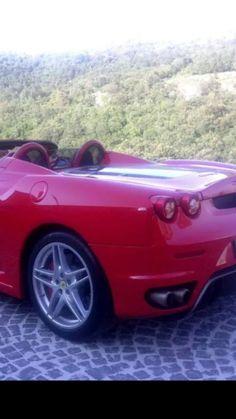Matrimonio In Ferrari : Una splendida jaguar seguita da una spettacolare ferrari
