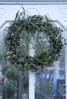 Grøn drøm Cottage Christmas, Nordic Christmas, Christmas Porch, Christmas Photos, Christmas Time, Christmas Wreaths, Christmas Decorations, Xmas, Holiday Decor