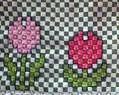 Boa noite ,   hoje finalmente terminei uma toalhinha de bandeja ,   amo tulipas ,   fiz a foto com o contorno e sem ,   o que... Chicken Scratch Patterns, Chicken Scratch Embroidery, Embroidery Stitches, Embroidery Patterns, Hand Embroidery, Bordado Tipo Chicken Scratch, Cross Stitching, Needlepoint, Projects To Try