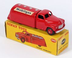 Dinky Toys 440 Mobilgas tanker rate variation 1955 Pic. By QualityDiecastToys.com