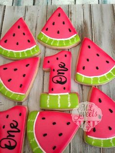 Adorable watermelon cookies for a summer first birthday party - VERONİKA Watermelon Birthday Parties, 1st Birthday Party For Girls, First Birthday Party Themes, Summer Birthday, Party Summer, 1st Birthday Party Ideas For Girls, Watermelon Cookies, Watermelon Crafts, Birthday Cookies