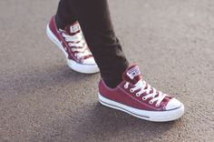 I need this color!! Burgundy Converse Trainers