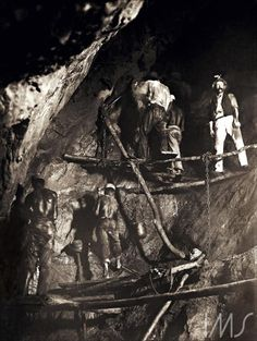 First picture of the work inside a gold mine in Minas Gerais, Brazil (Acervo Instituto Moreira Salles) - photo by Marc Ferrez Rare Photos, Old Photos, Vintage Photos, Magnum Opus, French Sculptor, Images And Words, Ferrat, History Of Photography, Black Image