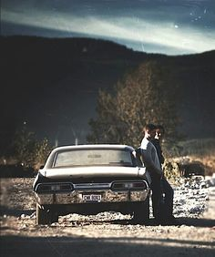 Image shared by herbelin. Find images and videos about supernatural, Jensen Ackles and dean winchester on We Heart It - the app to get lost in what you love. Sam Dean, Jeffrey Dean Morgan, Supernatural Impala, Supernatural Wallpaper, Supernatural Tv Show, Supernatural Background, Supernatural Bunker, Supernatural Quotes, John Winchester