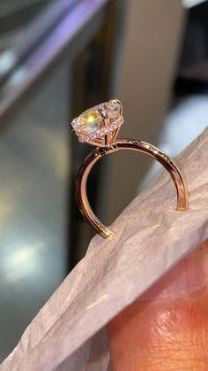 Engagement Ring Shapes, Beautiful Engagement Rings, Gold Engagement Rings, Popular Engagement Rings, Designer Engagement Rings, Pretty Rings, Beautiful Rings, Wedding Rings Vintage, Ring Verlobung