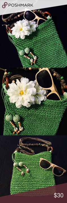 ✨SALE! Green beach crochet bag Green crochet bag with bra by vibes! Pukka shells and wooden beads decorate this lovely bag! Bring your sunnies, a book to read, and whatever else! Perfect summer bag! handmade Bags Shoulder Bags