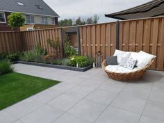 Take your patio layout design to the next level with our list of favorite ideas. Whether it is large patios, or fire pits you will find everything you need Contemporary Garden Design, Landscape Design, Modern Design, Garden Design Layout Modern, Garden Modern, Design Design, Flower Landscape, Big Garden, Modern Backyard