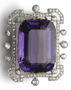 Black Gold Jewelry An Edwardian amethyst and diamond brooch, circa - Black Gold Jewelry, Purple Jewelry, Amethyst Jewelry, Edwardian Jewelry, Antique Jewelry, Vintage Jewelry, Diamond Brooch, Or Antique, Vintage Brooches