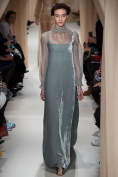 Celebrities who wear, use, or own Valentino Spring 2015 Couture Velvet Corset Dress. Also discover the movies, TV shows, and events associated with Valentino Spring 2015 Couture Velvet Corset Dress. Haute Couture Paris, Valentino Couture, Style Haute Couture, Couture 2015, Spring Couture, Couture Fashion, Runway Fashion, High Fashion, Fashion Show