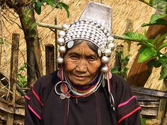 tribal headdress | Old woman in traditional headdress, Akha hill tribe, Thailand | Flickr ...