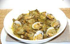 ALCACHOFAS CON ALMEJAS Spanish Food, Paleo Diet, Hot Sauce, Salad Recipes, Potato Salad, Seafood, Bacon, Good Food, Food And Drink