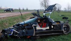 Gumpert Apollo crash in Germany. Driver and Passenger were unharmed.