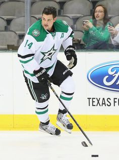 Jamie Benn #14 | #dallasstars Photo: http://3.cdn.nhle.com