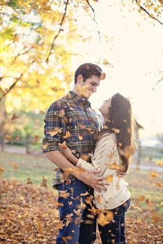 Love all the gorgeous fall photos from this engagement session wedded-bliss