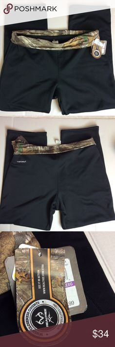"Under Armour Storm Camo Sweatpants NWT Under Armour Storm Camo Sweatpants NWT Measurements: Waist - 20.5"" Inseam 29"" Under Armour Pants Track Pants & Joggers"