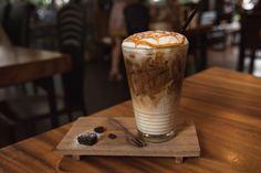 ***¿Cómo hacer un Caramel Macchiato?*** Entra aquí y aprende a preparar este delicioso café como el de la famosa cafetería, ¡pero en la comodidad de tu propio hogar!.....SIGUE LEYENDO EN...... http://comohacerpara.com/hacer-un-caramel-macchiato_12906c.html