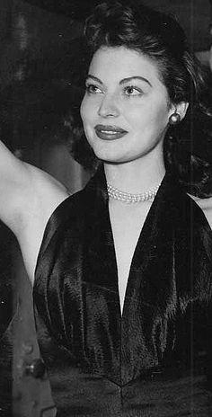 gatabella: Ava Gardner, 1945