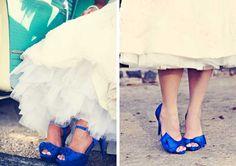 Novias con zapatos de colores