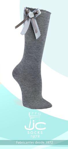 Calcetines altos niña con lazo y borla. JC Castellà fabricantes calcetines ceremonia