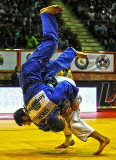 jitsmag:      Air time! #judo #bjj #jiu-jitsu #jiujitsu #throw