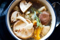 Kijk wat een lekker recept ik heb gevonden op Allerhande! Heldere kippen-paddenstoelensoep