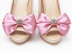 Klipsy do butów Glowing Bride - Pink - idealne na ślub!  Dostępne w sklepie internetowym Madame Allure :) #klipsydobutow #madameallure #sklepinternetowy