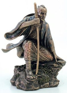 RP:  Samurai Warrior Kneeling Statue  - amazon.com