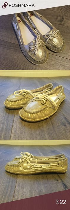 NEW! BC Footwear Woman's Loafers Sparkle Boat Shoe BC Footwear Gold Loafers Slip On shoes. Size 7.5. Never worn. Boat shoe style.  Shoes are new/ have never been worn. Inside insert does have a mark where price sticker used to be.  Bundle for savings and combined shipping!  Please let me know if you have any questions! Thank you! BC Footwear Shoes Flats & Loafers