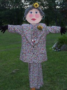 wooden lady scarecrows | Lady Scarecrow for Your Garden - Yahoo! Voices - voices.yahoo.com
