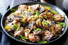 Ginger and Honey Chicken; You'll love the rich flavour of this classic Korean dish - the sweet soy coating caramelises as the chicken cooks. Soy Chicken, Yum Yum Chicken, Grilled Chicken, Chicken Recipes, Korean Chicken, Asian Recipes, Healthy Recipes, Ethnic Recipes, Savoury Recipes