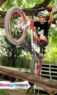 Gemma Abant » Rider: Gemma Abant - Photo: Cam Driessens - #ilovegirlriders #iamagirlrider #ilgr #girlriders #mtb #bmx #jump #dhgirl #downhill #ciclocross #freeride #road #cycling #cyclingwomen #womenscycling