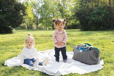 Shaé et Théa pour BEBEL (blonde et brune en layette) Marque française de sacs à langer et accessoires pour maman et pour bébé.