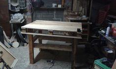 Mesa de trabajo de palets y madera de pino.