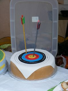 THIS is my favorite archery cake I've seen so far!