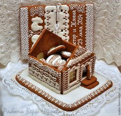 Gingerbread Cookies in a Gingerbread House Gingerbread House Designs, Gingerbread House Parties, Christmas Gingerbread House, Gingerbread Cookies, Christmas Craft Fair, Christmas Makes, Christmas Baking, Holiday Treats, Christmas Treats