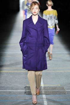 Dries Van Noten Fall 2009 Ready-to-Wear Fashion Show - Hanna Rundlof