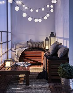 Gemütliche Abende am Balkon werden mit der richtigen Beleuchtung noch schöner … Cozy evenings on the balcony become even more beautiful with the right lighting – for example with our decoration for fairy lights in different colors. Small Balcony Decor, Outdoor Balcony, Small Patio, Balcony Ideas, Narrow Balcony, Patio Ideas, Tiny Balcony, Small Balcony Furniture, Balcony Bench