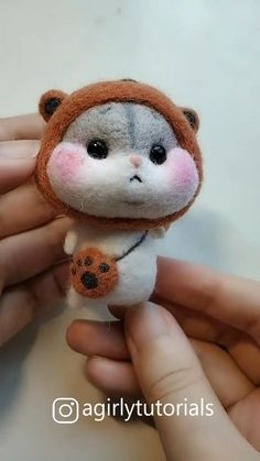 Visit to get around hairstyle tips nail art and a variety of needs for a healthy body Hairstyle Haircare Nailart naildesign diy Needle Felted Animals, Felt Animals, Needle Felted Cat, Fabric Animals, Wet Felting, How To Make Photo, Felt Animal Patterns, Felt Doll Patterns, Sewing Projects