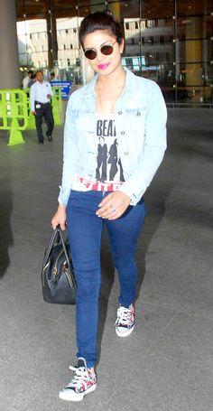 Priyanka Chopra spotted at the Mumbai airport. Indian Actress Photos, Indian Film Actress, Beautiful Indian Actress, Indian Actresses, Bollywood Saree, Bollywood Fashion, Bollywood Actress, Sporty Outfits, Modern Outfits