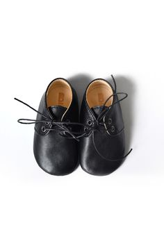 Black leather soft sole baby shoes by MiniMo.