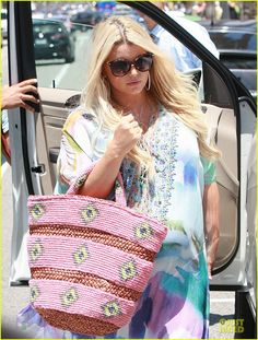 Jessica Simpson carries a tote that mixes weaving with ikat-esque tapestry crochet in Santa Monica (June 2013)
