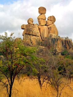Mother and Child Rock - unique Balancing Rock formations located in Matopos National Park, Zimbabwe, Africa. All Nature, Amazing Nature, Zimbabwe Africa, Cap Vert, Rock Sculpture, Thinking Day, Rock Formations, Africa Travel, Natural Wonders
