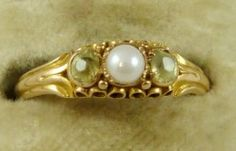 Georgian 18ct Gold trilogy Ring with two green Peridots set on either side of a creamy pearl.