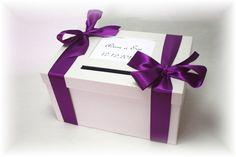 Krabice na svatební přání a na peníze krásná dekorace na váš svtební stůl...rozměry 30x16x20 cm, dekoace může být po dohodě jiná...Výřez má rozměr 10x15 cm a je určen pro fotografii, svatební oznámení, přání nebo text např. pro nevěstu a ženicha...záleží jen na vašífantazi...