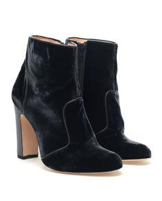 Velvet ankle boots by Bionda Castana.