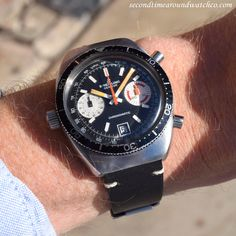 Take a look at this! Today I'm wearing a 1968 vintage Breitling Chronomatic Ref. 2112. This timepiece features a black dial with applied, white-colored, bar markers, a date function, and an automatic caliber 11 movement. Also, check the left-handed...  #breitling #cool #chrono #chronograph #steel #black #dial #vintage #watch #classic #timepieces #wristwatch #cool #watches #stawc #wristwatches