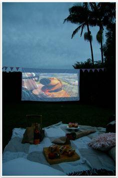 Pretty Fluffy's Outdoor Cinema DIY