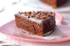 濃厚で口溶けなめらかなガナッシュの下は、ショコラスポンジが3層になっています。リッチな気分になれる、とっておきのチョコレートケーキです。濃厚チョコレートケーキ/河田 麻子のレシピ。[スイーツ/チョコレートケーキ]2011.02.07公開のレシピです。