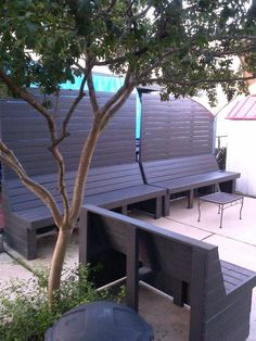 When you're SO over nosy neighbors and having no patio space, here's how to solve both problems in just 1 week! #diy #privacy #diyhomedecor #porch Modern Outdoor Sofas, Small Outdoor Spaces, Small Patio, Outdoor Rooms, Flagstone Patio, Backyard Makeover, Garden Makeover, Garden Lamps, Modern Backyard